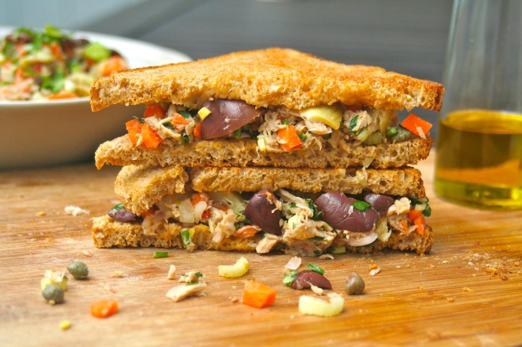 Mediterranean Tuna Salad – No Mayo