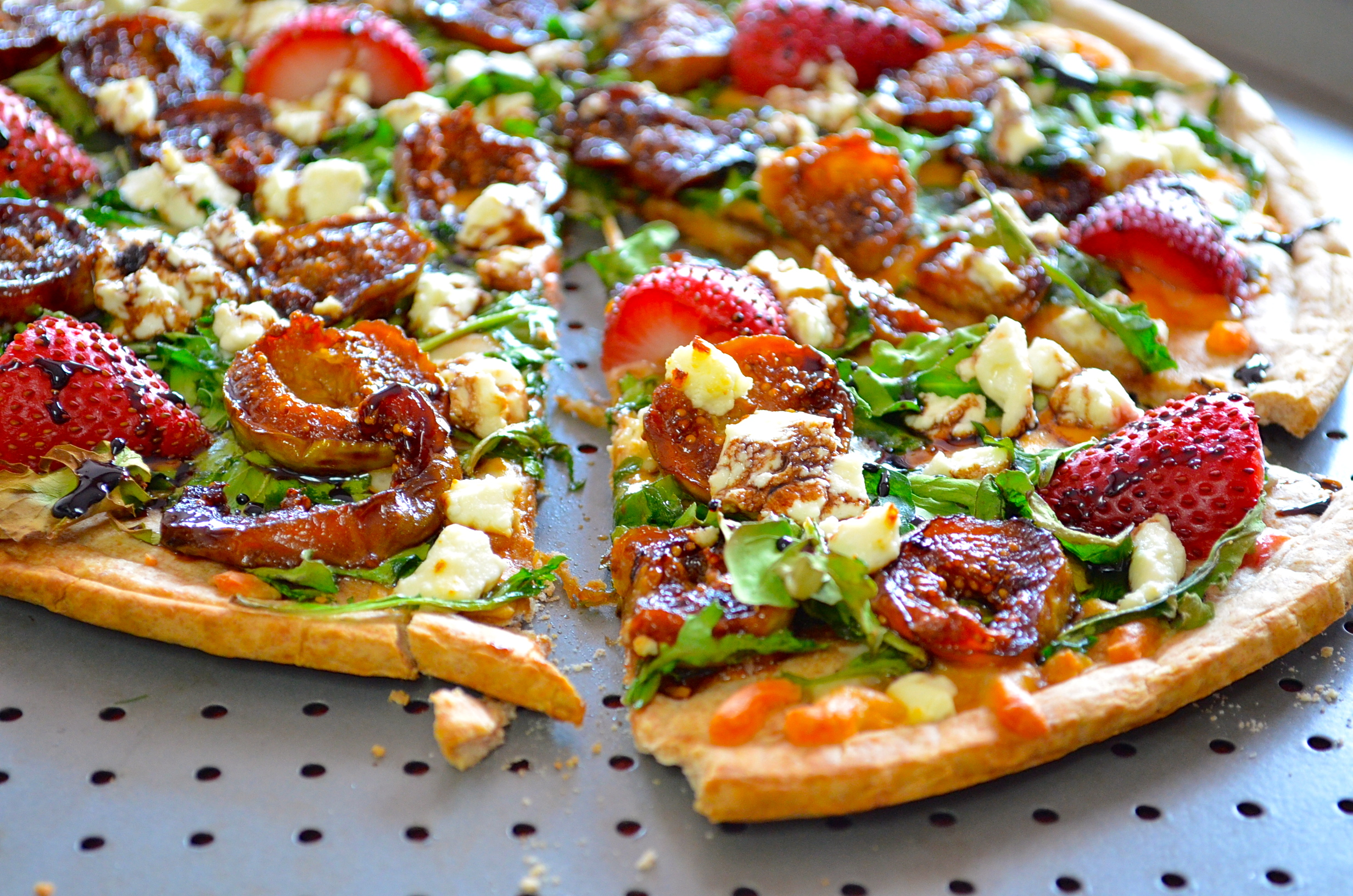 Caramelized Figs & Goat's Cheese Pizza With Balsamic Glaze