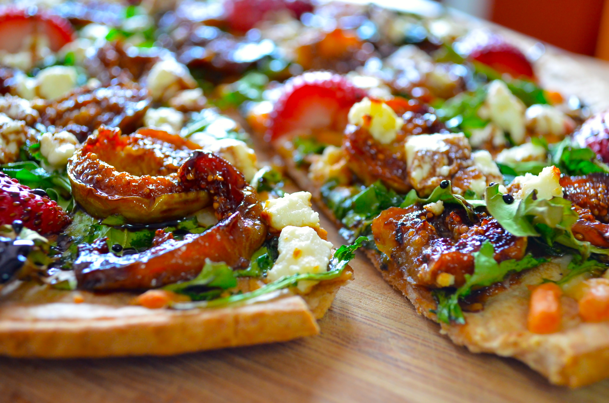 caramelized figs and goat cheese pizza