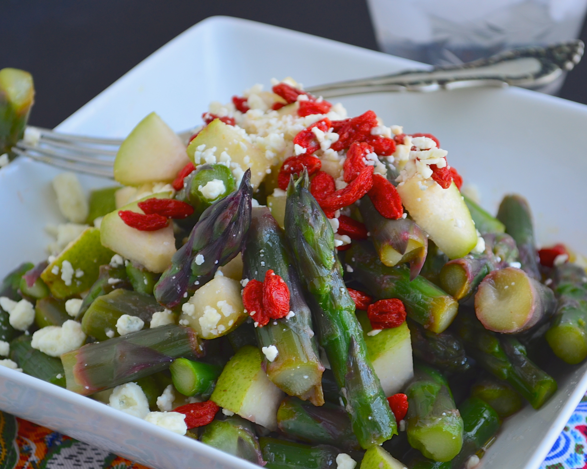 purple asparragus saladpurple asparagus salad with blue cheese and goji berries